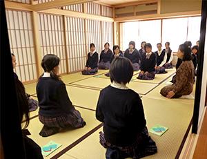 礼法の授業の様子
