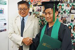 学院長と卒業生
