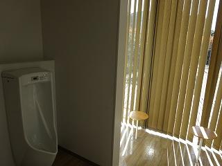 お手洗いのベンチ1
