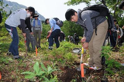 聖学院(農村体験) 植林作業