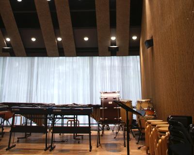 齋藤先生の取材は、音響効果に優れた音楽ホールで行われました