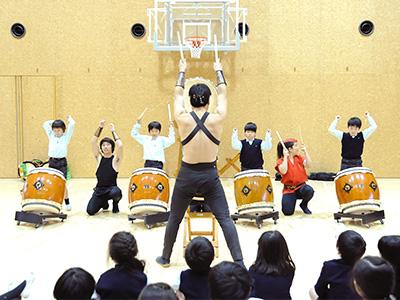 児童に達成感を持たせるため、授業の最後には演奏会が行われます。