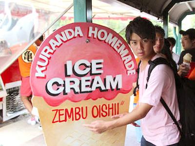 日大明誠生の行列ができたという、キュランダ村のトロピカルアイスクリーム店。