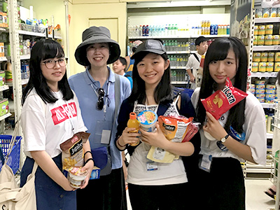 買い物は英会話の実地訓練というだけでなくフィリピンの食文化にも触れる機会