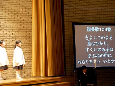 舞台横の画面
