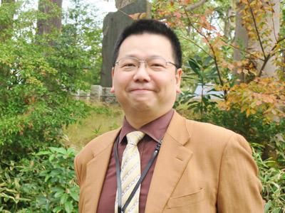 学年主任の鶴田先生。ご担当教科は理科。