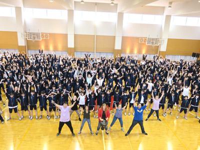 高1生400人がワークショップに参加。