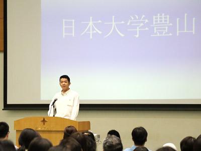 会場校となった日本大学豊山の生徒は、落語調で母校の魅力を紹介。会場は笑いに包まれました。