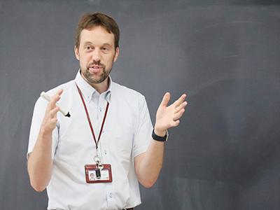 ヒューズ先生ご自身は、オーストラリアのお隣、ニュージーランドのご出身。