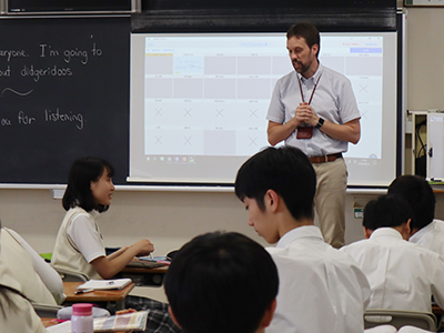 スピーチの提出状況がリアルタイムに電子黒板に映し出されます。