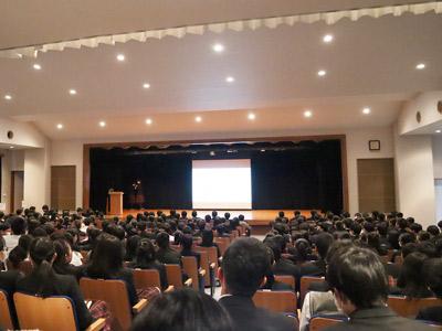 発表会が行われている講堂の様子