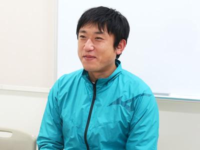 体育科の松本拓也先生。