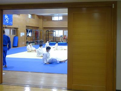 柔道場での授業