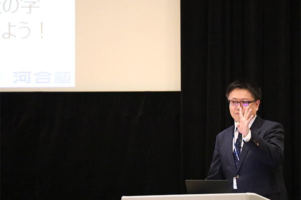 河合塾首都圏現役生事業部の長谷川智彦さん講演の様子