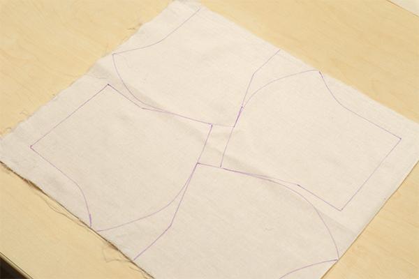 大人サイズの型紙を4枚分とるには、かなりギリギリになっています。