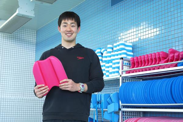 水泳部顧問の津田先生