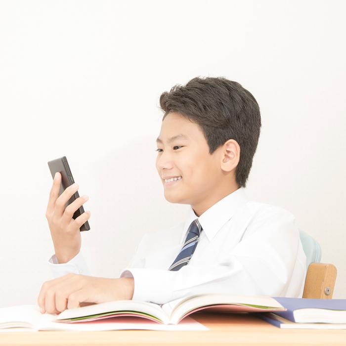 「勉強しない中2男子の正しい見守り方!将来が心配なママたちへ」記事サムネイル