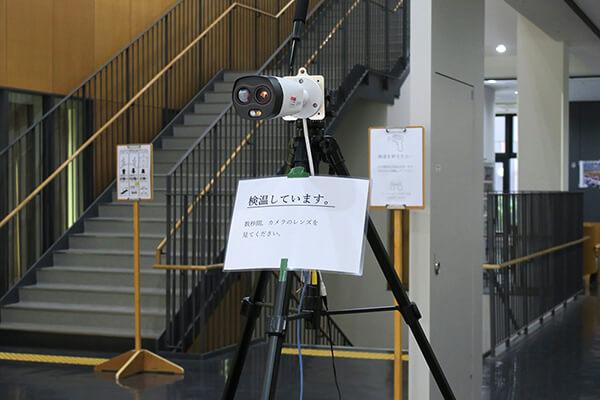 入口にはサーモカメラを設置。スムーズな入場ができるように配慮されています。