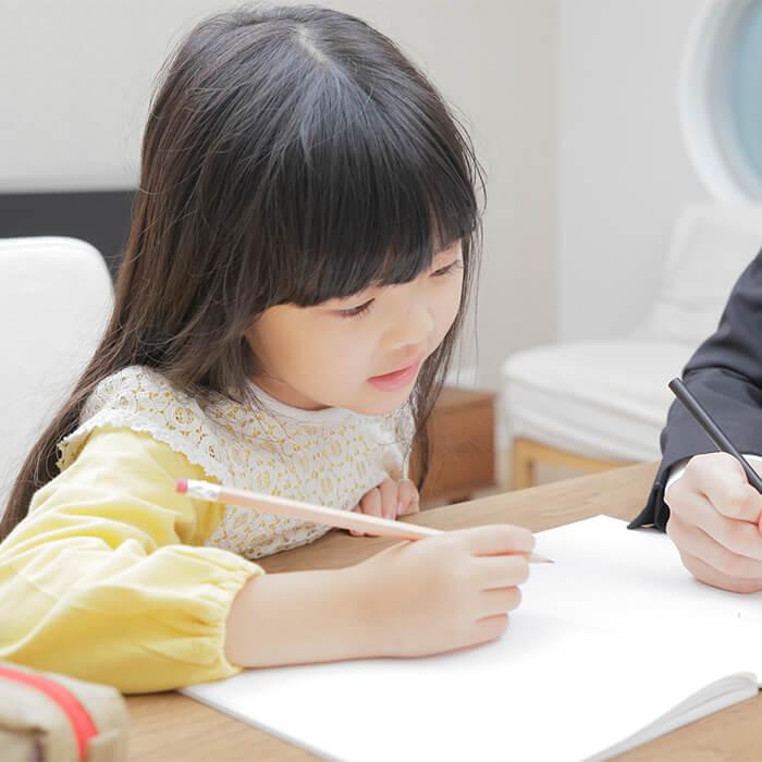 「小学校受験をするなら知っておきたい!公立・国立・私立小学校の違いとは?」記事サムネイル