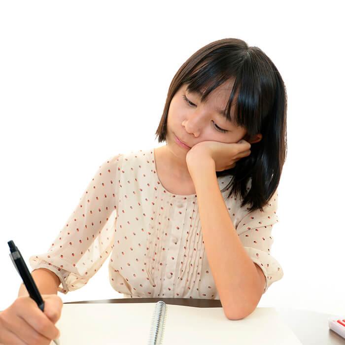 「ちょっとした油断からクラス落ち…。受験学年の自覚が芽生えるきっかけになったマンスリーテストの結果【さくら子 vol.3】」記事サムネイル