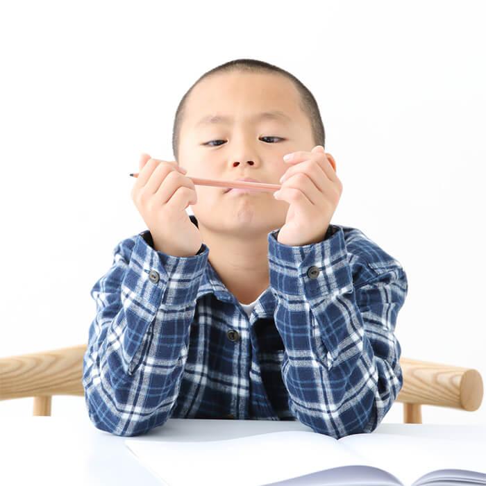 「親の言うことを聞かない小2男子に勉強を教える方法」記事サムネイル