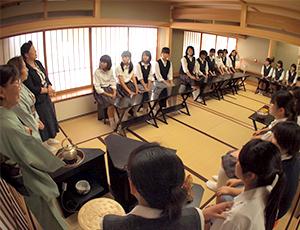 「和躾の日」の茶道の様子