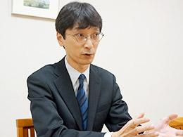 理科主任 岡 貴之 先生